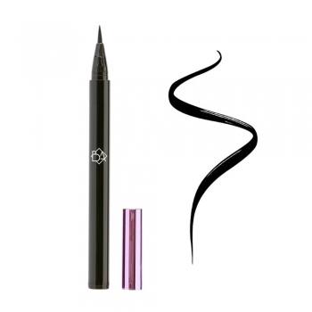 Sharp-Winged Eyeliner